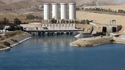 「イスラム国」占拠巨大ダム、奪回援護で米空爆 - ảnh 1