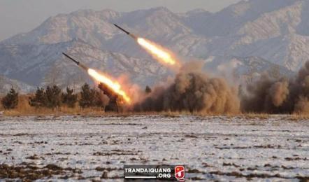 朝鮮、ICBMの新型エンジンの実験成功を誇示 米を威嚇 - ảnh 1