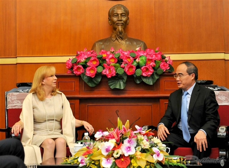 ベトナム祖国戦線中央委員会議長、英国下院議長と会見 - ảnh 1