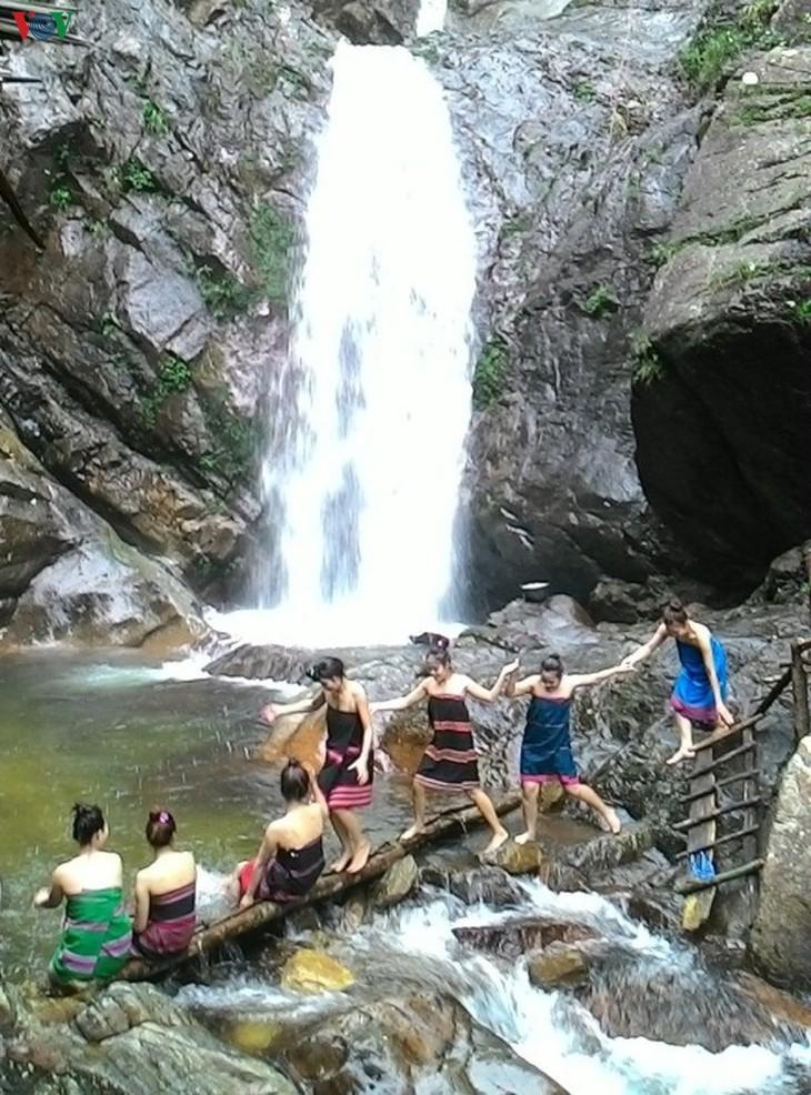 トゥアティエン・フエ省のアノ滝 - ảnh 1