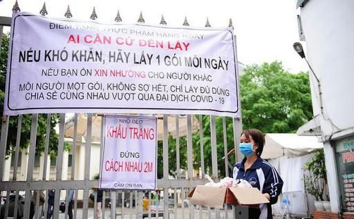 新型コロナウイルスの予防のため互いに助け合うベトナムの人々 - ảnh 1