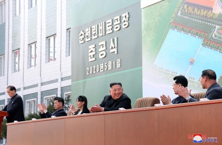 """北朝鮮 キム委員長""""公の場で活動"""" 国営メディアが写真掲載 - ảnh 1"""