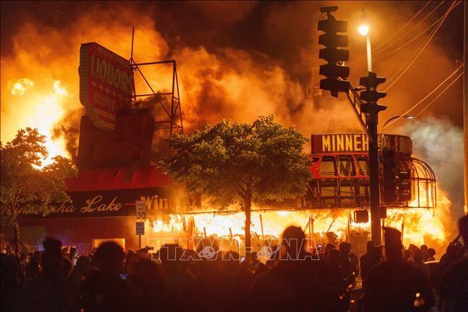 米の抗議デモ、20都市に拡大黒人死亡巡り、暴徒化も  - ảnh 1