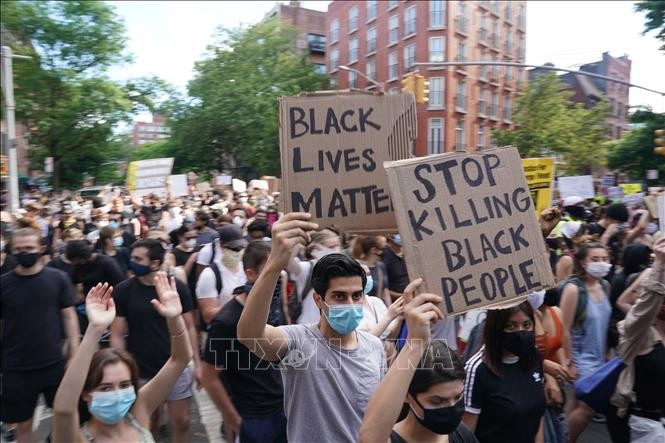 国際機関も相次いで非難 米 黒人暴行死 - ảnh 1
