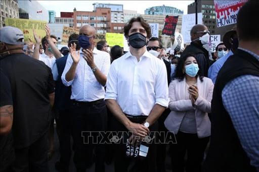 カナダ首相が抗議デモ現場に - ảnh 1
