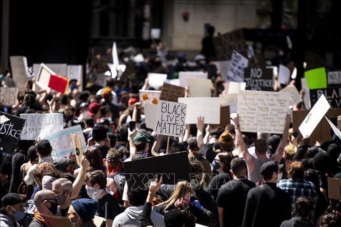 米 黒人死亡事件の抗議デモ 週末のワシントンで最大規模に - ảnh 1