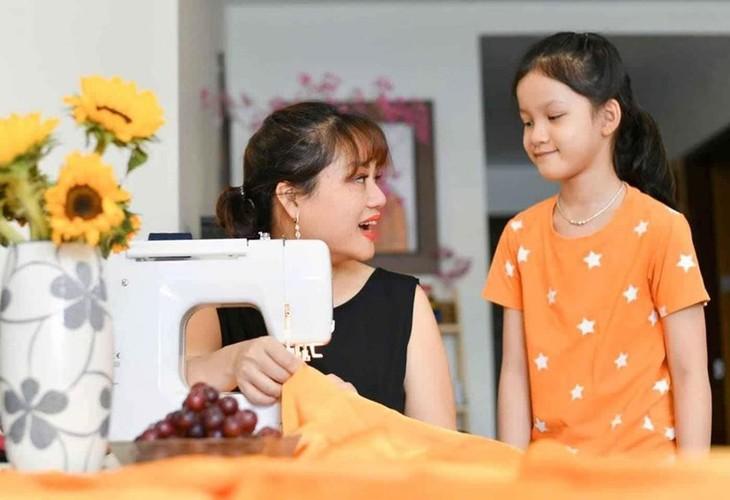ベトナムの絹製マスクを世界に紹介する女の子 - ảnh 2