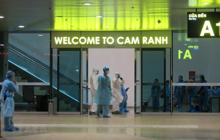 220人の日本在留ベトナム人、帰国 - ảnh 1