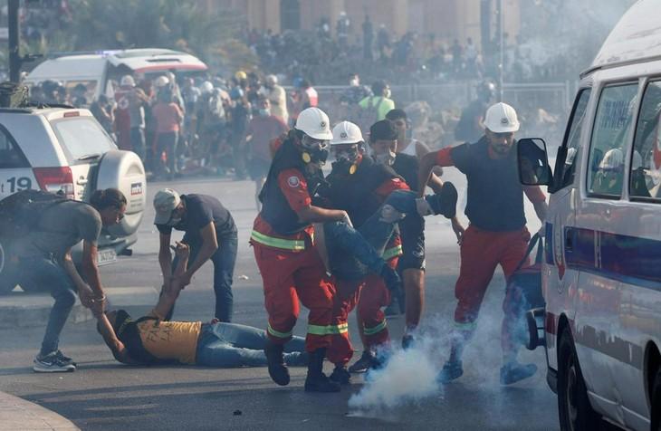 大規模爆発のベイルート 政府への抗議活動で治安部隊と衝突 - ảnh 1