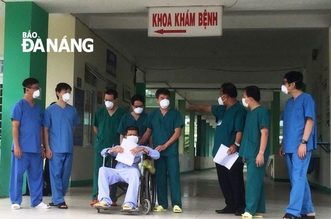 Thành phố Đà Nẵng thêm 4 bệnh nhân mắc COVID-19 được xuất viện - ảnh 1