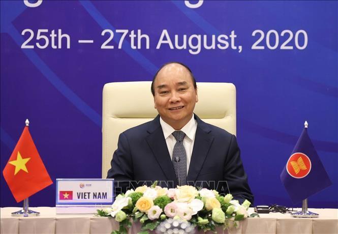 フック首相、ASEAN・スタンダードチャータード ビジネスフォーラムに参加 - ảnh 1