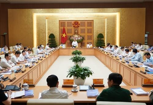 フック首相、第13回党大会を準備する経済社会小委員会会議を主宰 - ảnh 1