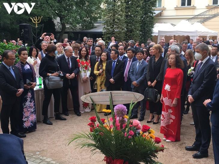 いくつかの国でベトナム独立記念日を祝う活動 - ảnh 1