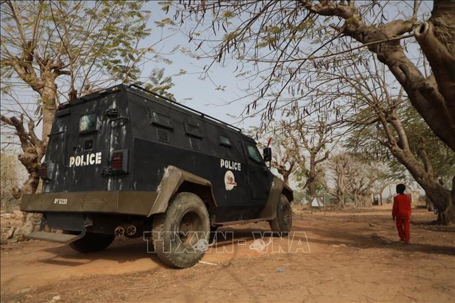 ナイジェリア 武装集団が多数の女子生徒を連れ去り - ảnh 1