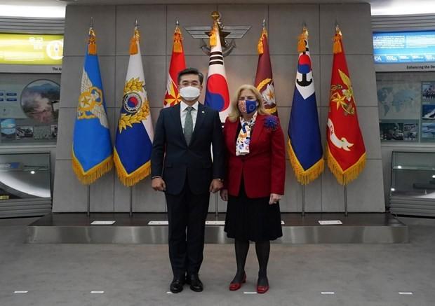 韓国国防相とEU大使 海賊対策や安保の協力策協議 - ảnh 1