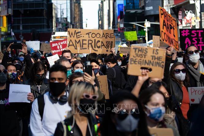 「アジア系への憎悪やめよ」 銃撃事件受け各地で抗議デモ―米 - ảnh 1