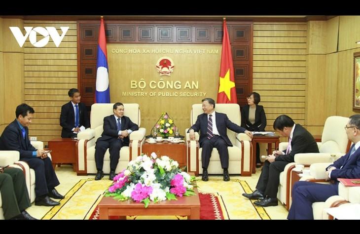公安大臣、在ベトナム英国大使と会見 - ảnh 1