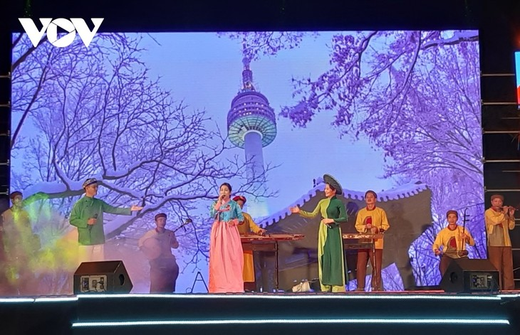 「韓国文化デーinクアンナム・ホイアン2021」終わる - ảnh 1