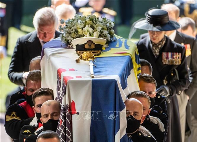 イギリス フィリップ殿下に別れ惜しむ女王 葬儀参列者30人限定 - ảnh 1