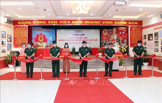 「ベトナム国会・ドイモイ=刷新と発展」展示会 - ảnh 1