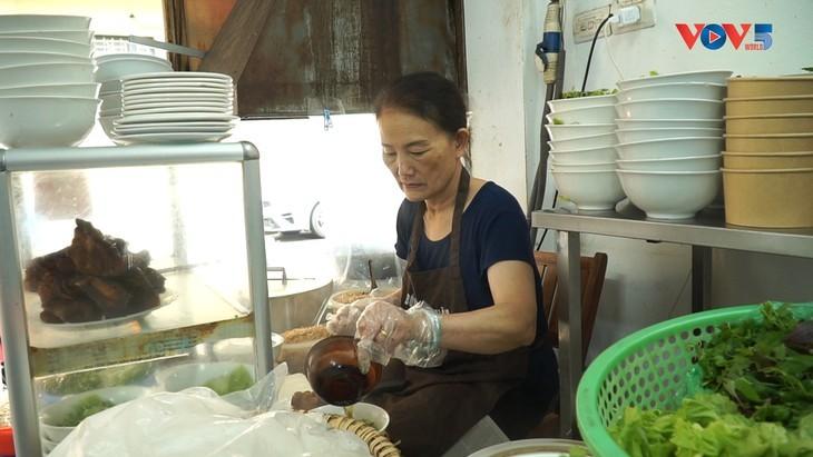ハノイの名物料理「ブンボーナンボー」 - ảnh 3