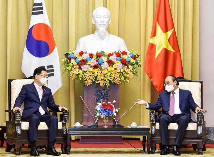 フック国家主席 韓国外相と会見 - ảnh 1