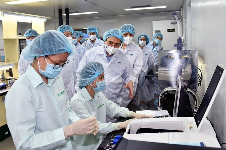 チン首相 ワクチン研究・開発・製造・接種の加速を求める - ảnh 1