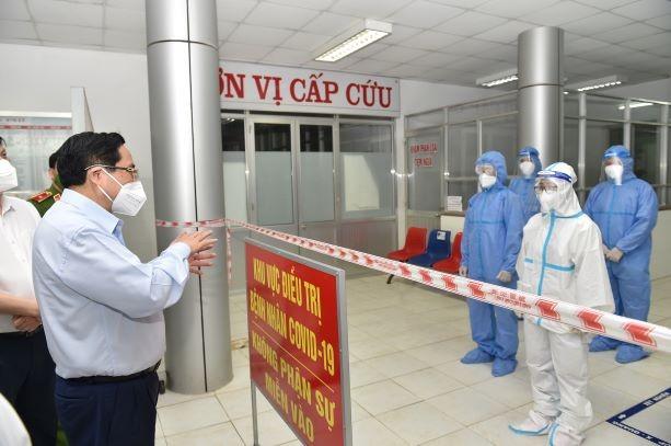チン首相 テイニン省とロンアン省の新型コロナ対策を視察 - ảnh 1