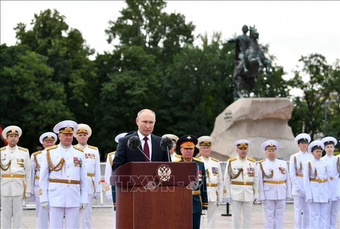 ロシアで近年最大規模の水上軍事パレード - ảnh 1