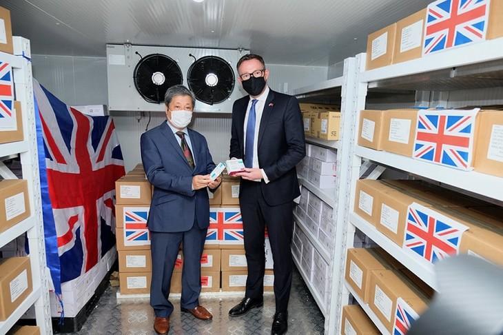 英政府、41万5000回分のAZワクチンを寄贈 - ảnh 1