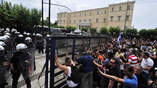 欧洲各国民众继续举行示威活动,反对政府实行紧缩政策 - ảnh 1