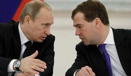 俄罗斯总统梅德韦杰夫接受国内电视媒体采访 - ảnh 1