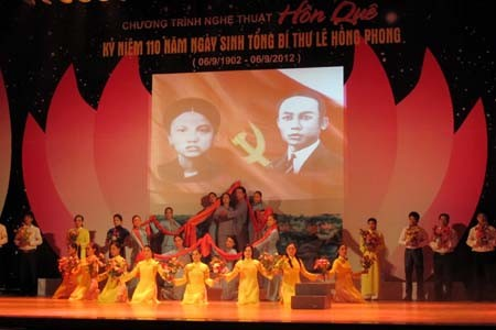 纪念已故总书记黎鸿峰诞辰110周年的演艺晚会在义安省举行 - ảnh 1