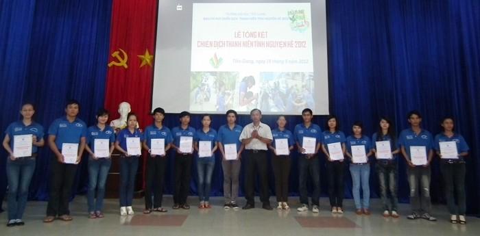 胡志明共青团中央对2012年夏季志愿者活动进行总结 - ảnh 1