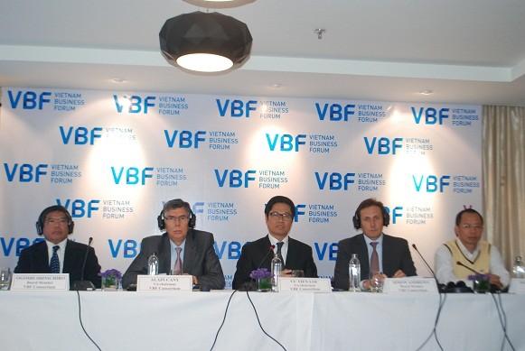 2012越南企业论坛记者会在河内举行 - ảnh 1
