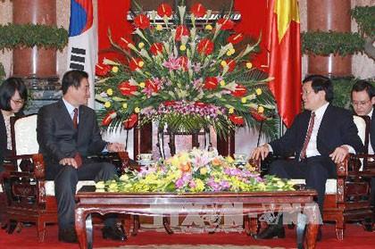 越南国家主席张晋创会见韩国国会议长姜昌熙 - ảnh 1
