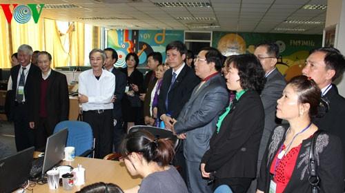 越南祖国阵线和本台举行海外越南人2013年癸巳春节见面会 - ảnh 2