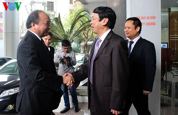 越南政府副总理阮春福探望本台 - ảnh 1
