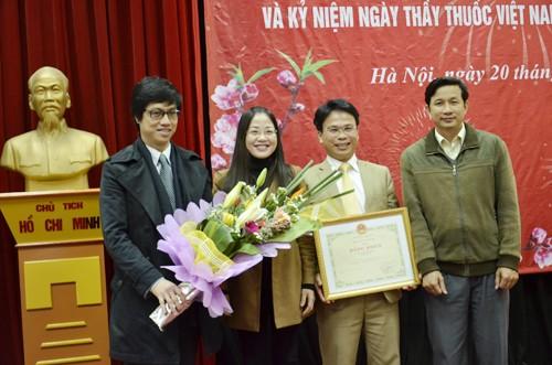 全国各地举行活动,庆祝越南医生节 - ảnh 1