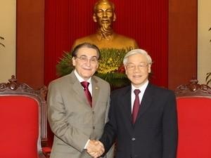 越共中央总书记阮富仲会见巴西共产党主席雷纳托·拉贝洛 - ảnh 1