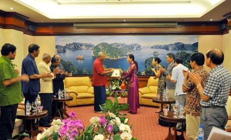 斯里兰卡议会议长参观下龙湾 - ảnh 1