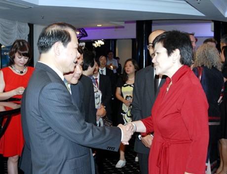 庆祝越南—加拿大建交40周年友好会晤活动在河内举行 - ảnh 1