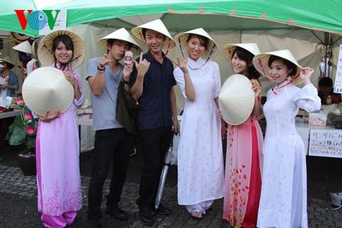 """在日本举办的2013""""越南节""""活动情谊融融 - ảnh 2"""