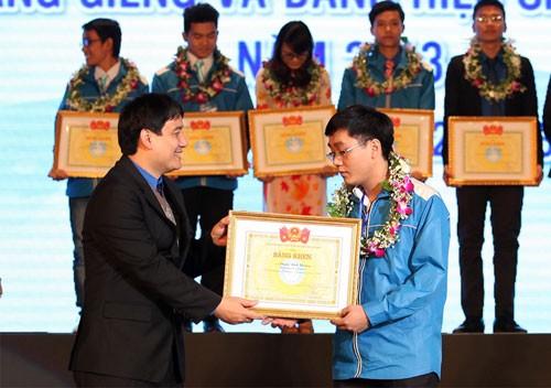 国会主席阮生雄:将越南大学生运动推向新高度 - ảnh 1