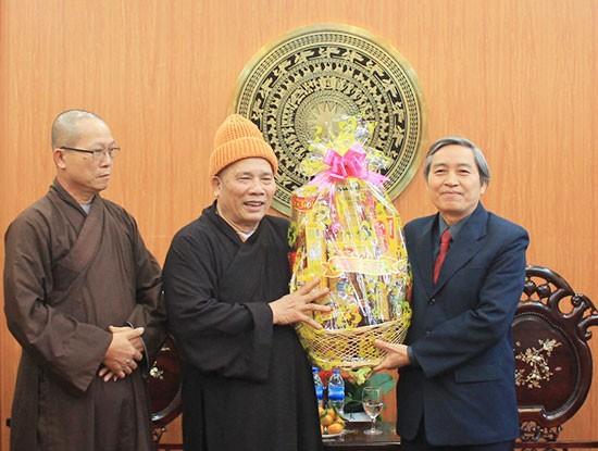 越南全国各地开展慰问并赠送年礼活动 - ảnh 1