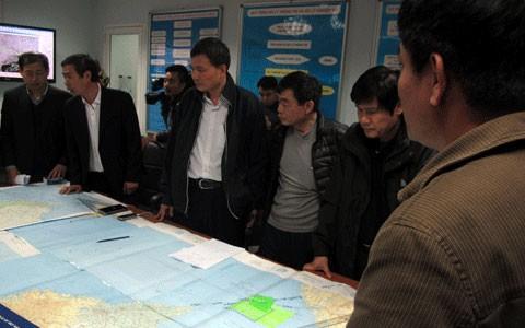 范平明就失联飞机同马来西亚外交部长阿尼法通电话 - ảnh 1