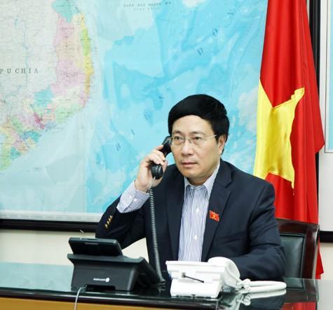 越南政府副总理兼外长范平明同美国国务卿克里就东海问题通电话 - ảnh 1