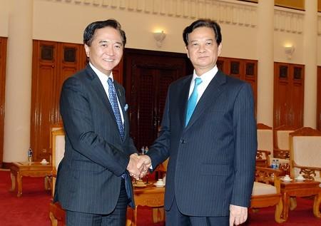 越南政府总理阮晋勇会见日本神奈川县知事 - ảnh 1