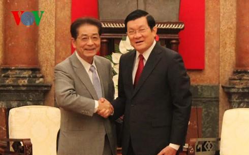 张晋创会见日本民主党前代主席仙谷由人 - ảnh 1
