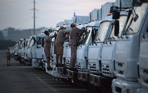 俄罗斯人道援助车队开赴俄乌边境 - ảnh 1